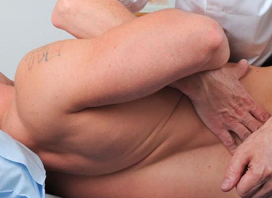 Межпозвоночная грыжа: причины, симптомы, лечение