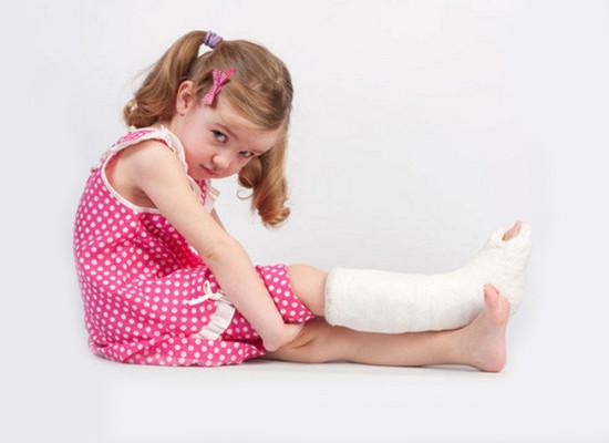 Переломы костей: первая помощь, лечение и консолидация